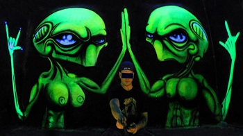 CP - Vinnikiniki - Alien - Bangkok Black Light